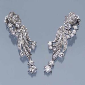 Пара бриллиантовых серег. 585 белое золото (14 карат), вес 16,8 г.